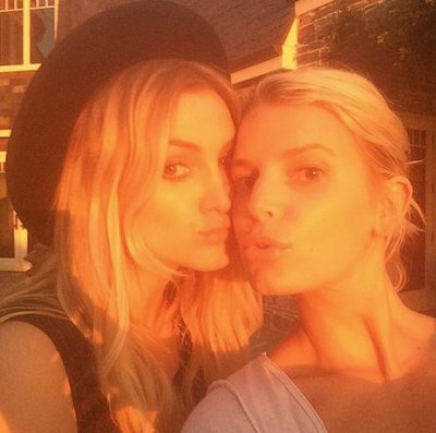 Ashlee Simpson, Jessica Simpson pose together in Instagram photo