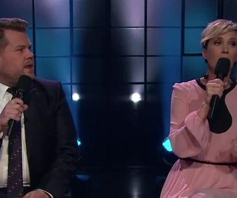 Kristen Wiig has trouble singing 'Hallelujah' on 'Late Late Show'