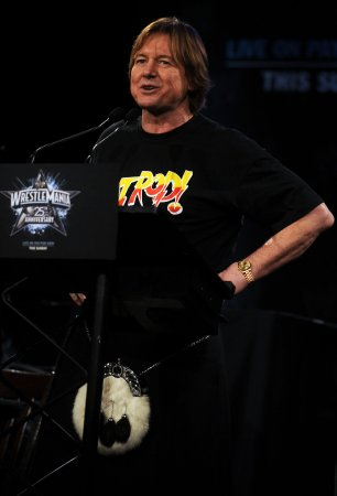 Roddy Piper pitches match against Hulk Hogan