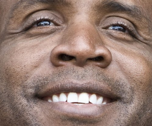 Feds end prosecution of Barry Bonds