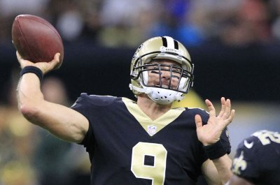 Drew Brees throws three touchdowns, leads New Orleans Saints past Carolina Panthers