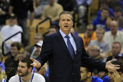 John Calipari takes freshman-laden Kentucky for opening spin