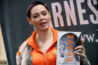Jill Messick, former manager of Rose McGowan, commits suicide