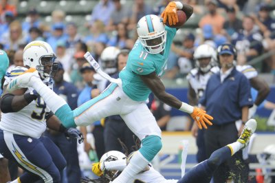 DeVante Parker: Miami Dolphins WR breaks finger at camp