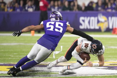 Anthony Barr agrees to stay with Vikings; Jets deal off