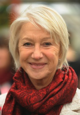 Actress Mirren set to return to the stage
