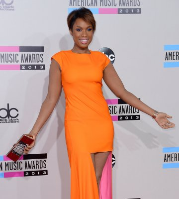 Jennifer Hudson gifts her assistant with a house