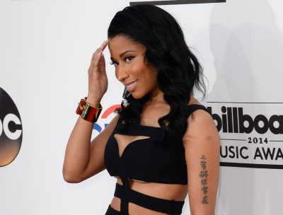 Nicki Minaj dons revealing cut-out dress at 2014 Billboard Music Awards