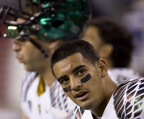 Marcus Mariota, Oregon roll past Oregon State in Civil War