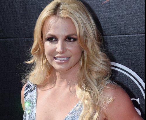Britney Spears to present award at Sunday's VMAs