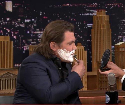 Josh Brolin impersonates Kim Kardashian on 'The Tonight Show'