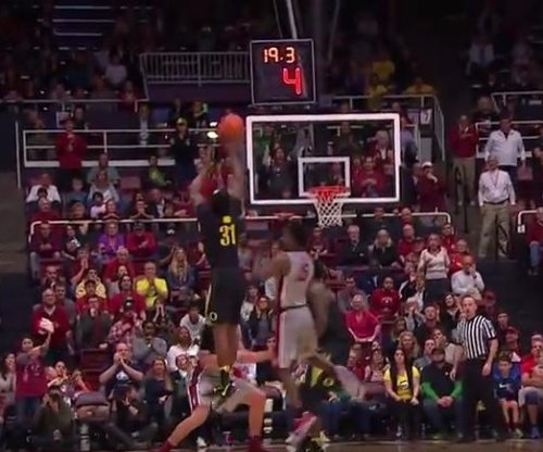 No. 6 Oregon gets tip, beats Stanford