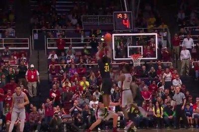 No. 6 Oregon gets tip, beats Stanford