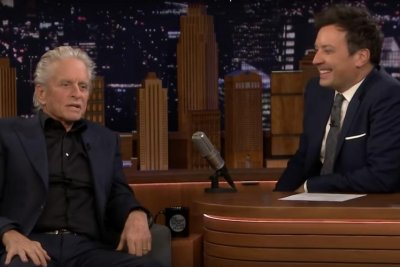 Michael Douglas says dad Kirk Douglas loves FaceTime