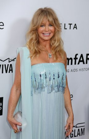 Goldie Hawn signs with CAA
