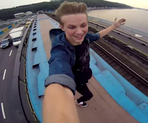Ukrainian daredevil films metro train-riding stunt