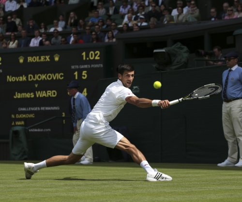 Novak Djokovic extends streak at Wimbledon; Roger Federer wins