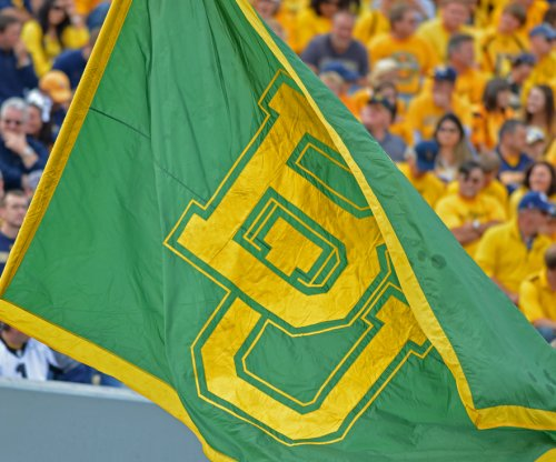 No. 5 Baylor rallies to down Ole Miss
