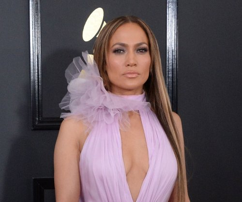 Jennifer Lopez introduces new beau Alex Rodriguez to her mom