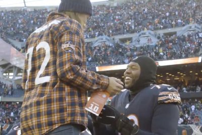 Bears' Charles Leno Jr. proposes to girlfriend after game