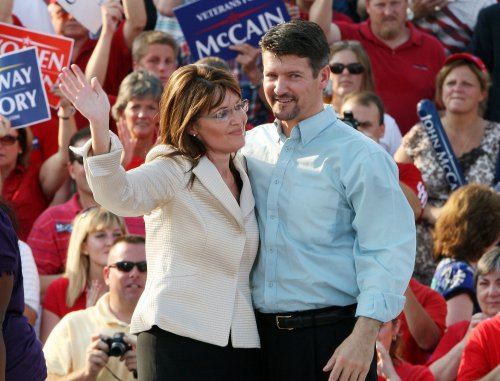 Palin gets lawyer in trooper probe