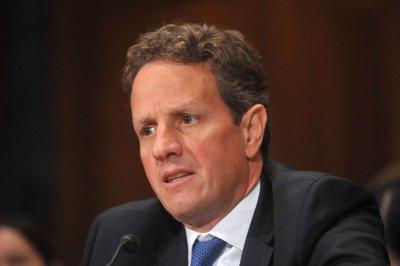Obama mum on Geithner, Summers' futures