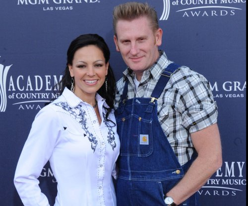 Joey + Rory singer Joey Feek says working on new album has 'given me such strength'