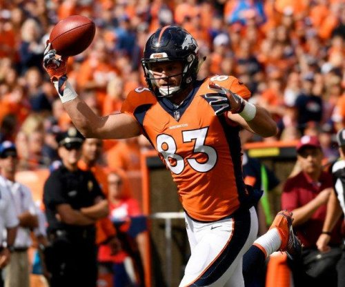 Denver Broncos TE A.J. Derby makes memorable one-handed TD catch vs. Oakland Raiders