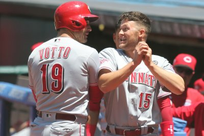 Reds hit back-to-back HRs in first, trounce Indians