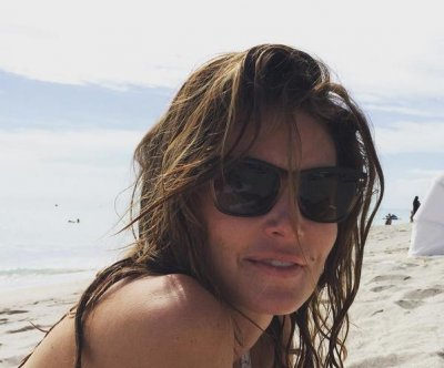 Cindy Crawford stuns in bikini, no makeup at 49