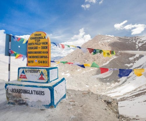 Indian soldier who was found alive after 6 days buried in avalanche dies