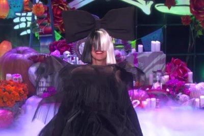 Ellen DeGeneres, Kelly Clarkson channel Sia for Halloween