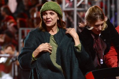 Funeral held for 'Rhoda' star Valerie Harper