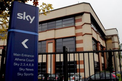 Comcast going after Sky shares to beat October deadline