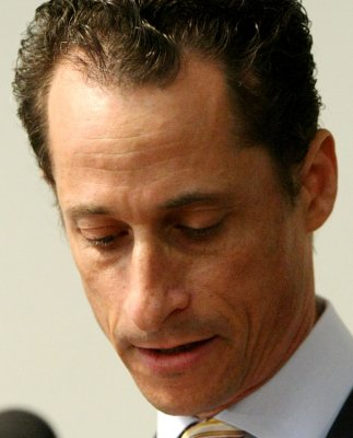 Poll: Weiner loses lead in NYC mayoral race after new sexting scandal