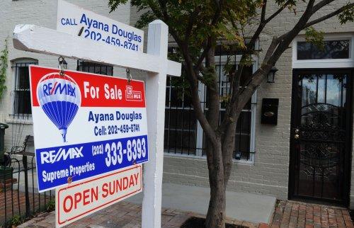 Pending home sales slide slightly in October