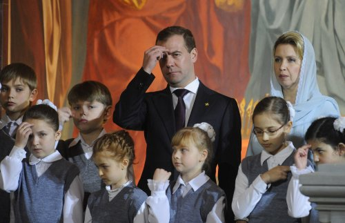 Anonymous-affiliate hacks Twitter account of Russian PM Dmitry Medvedev