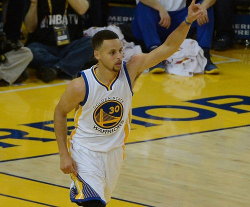 Golden State Warriors' Stephen Curry to undergo MRI after injuring right knee