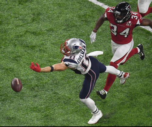 New England Patriots fear Julian Edelman tore ACL
