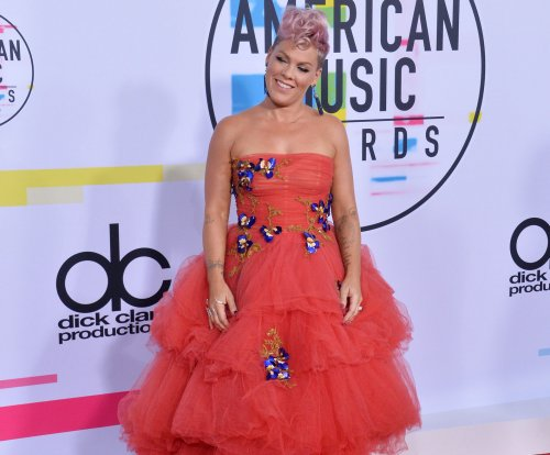 Pink denies making a face during Christina Aguilera's AMA performance