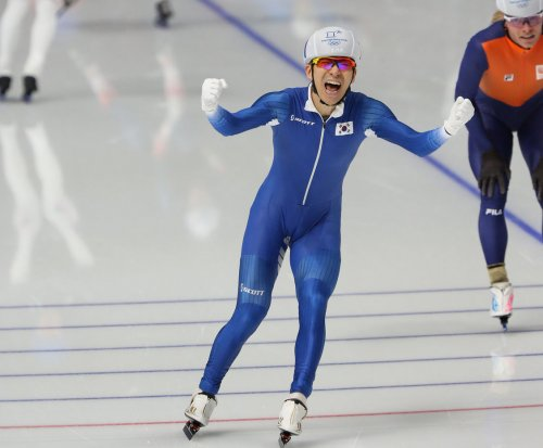 South Korea's Seung-hoon wins first gold in men's mass start speed skating