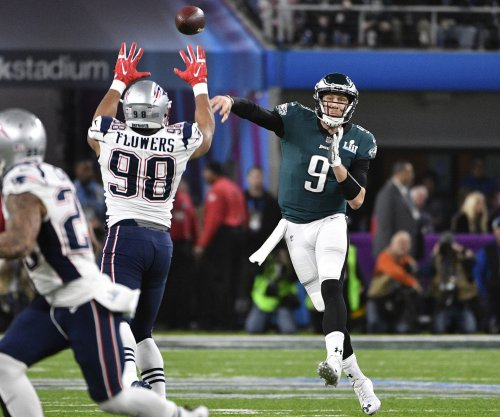 Philadelphia Eagles rework deal with QB Nick Foles