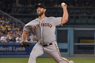 Giants try to keep postseason hopes alive vs. Diamondbacks