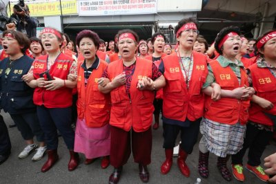 Two injured during South Korea fish market scuffle