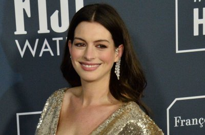 Anne Hathaway chases a story in 'The Last Thing He Wanted' trailer