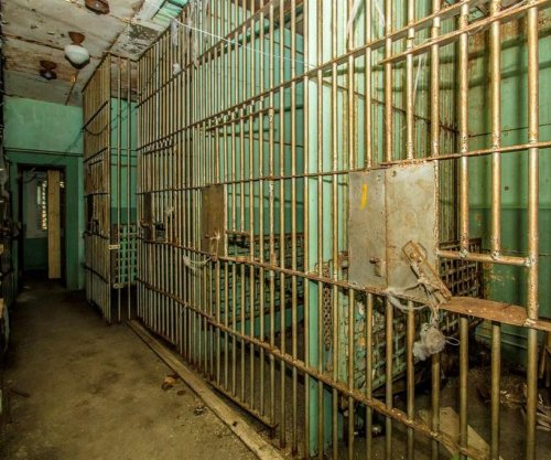 House for sale in Vermont includes seven jail cells