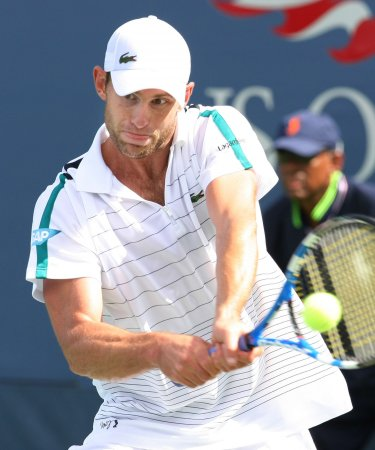 Roddick wins three-setter in Shanghai