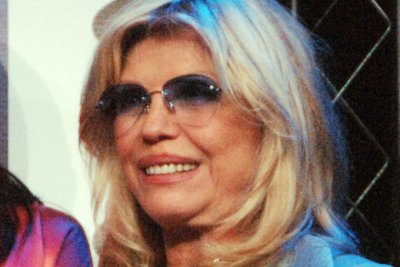 Nancy Sinatra dismisses Frank Sinatra, Ronan Farrow paternity rumor