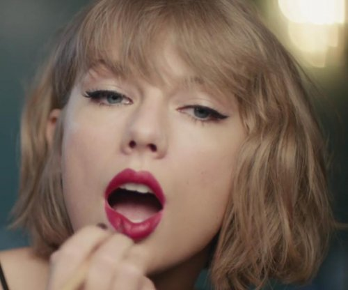 Taylor Swift rocks out to Jimmy Eat World in new Apple Music ad