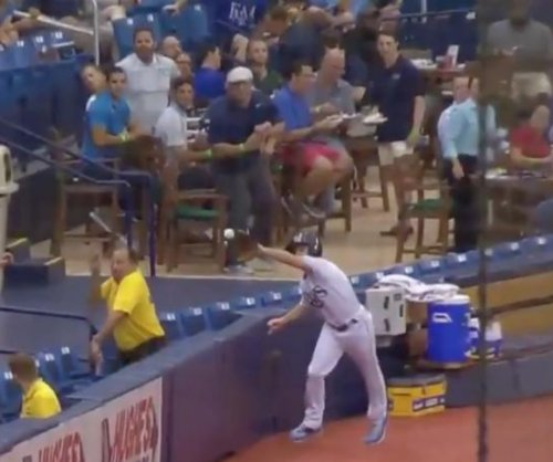 Tampa Bay Rays ballboy flashes range with catch on fence